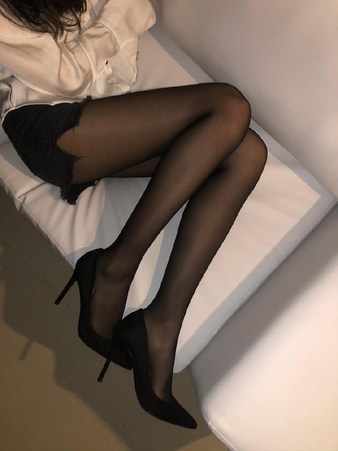 微博美腿大赛长头发妹妹美腿超养眼