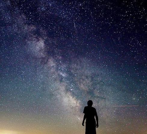 夜空中最亮的星歌词含义鉴赏,送给在奋斗的你们