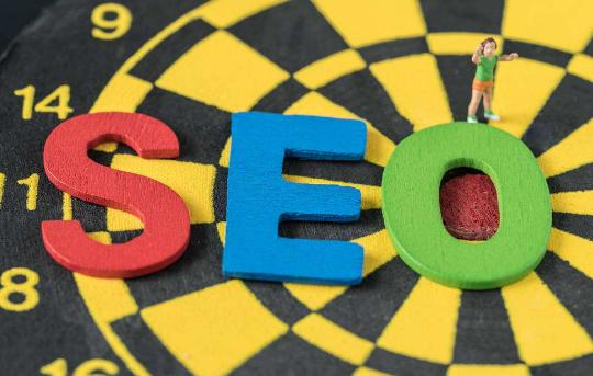 集众思词库:内部链在企业网站SEO优化中的重要性