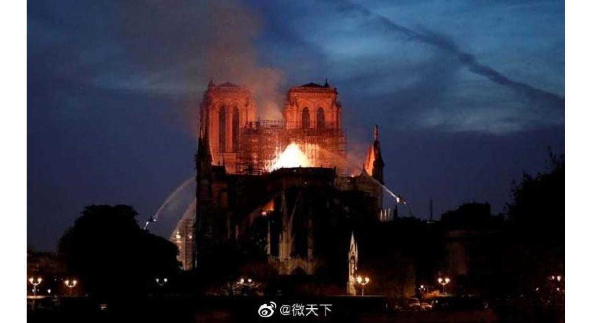 巴黎圣母院大火,珍贵文物抢救出来了!