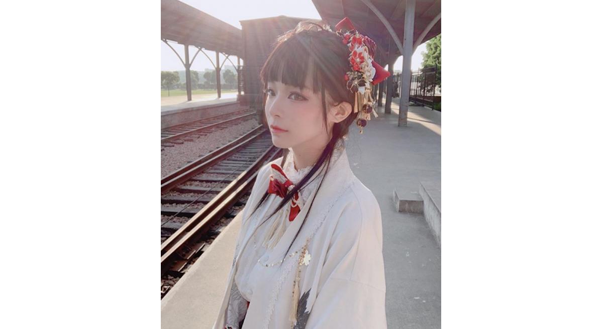 梅宫彩乃白皙透亮少女感十足,让人重复恋爱好多次!