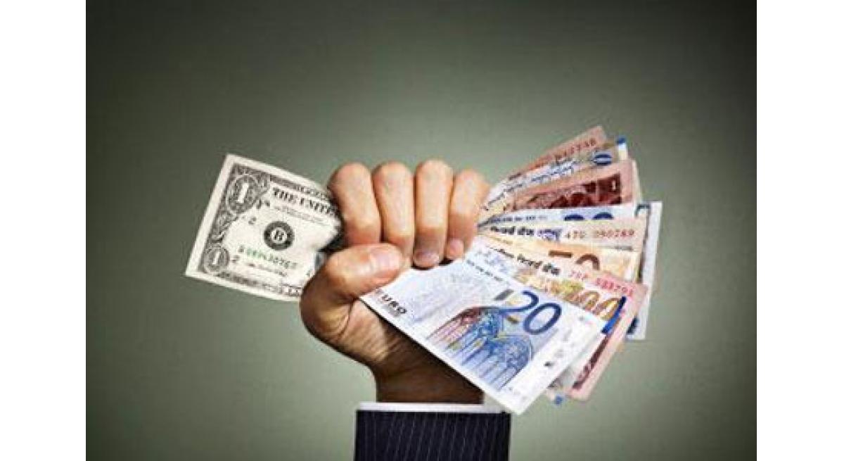 如何利用网络赚钱,中专学历建网站 月收入十几万